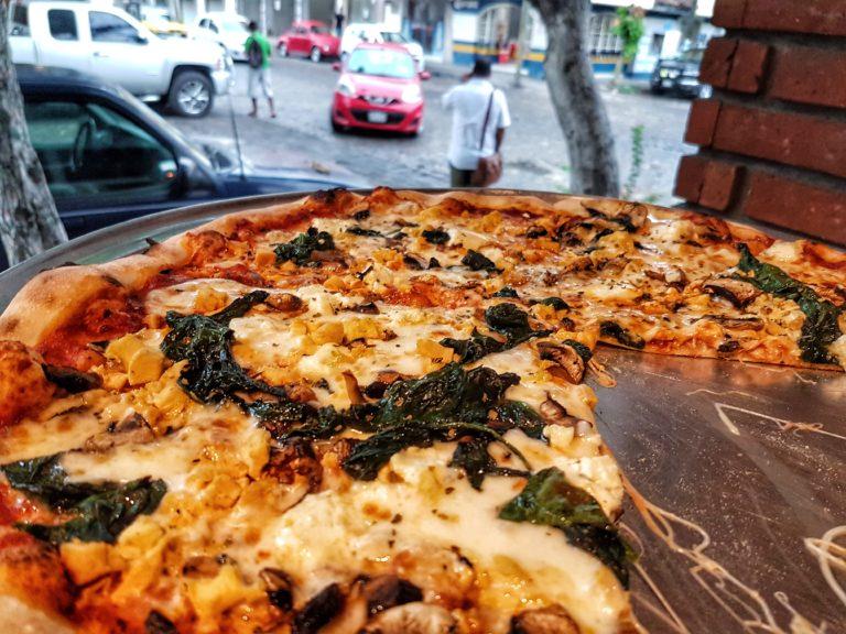 Los Muertos Brewing pizza Puerto Vallarta