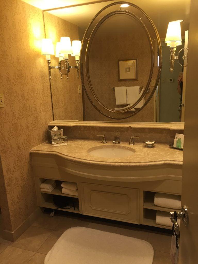 Bathroom Windsor Court Premium