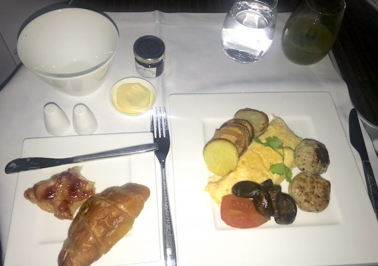 business class breakfast on qatar airways - omlette and bread