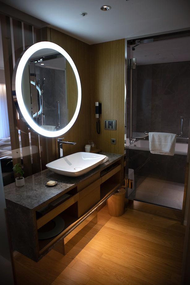 Bathroom in the Premier Room Keio PLaza Hotel