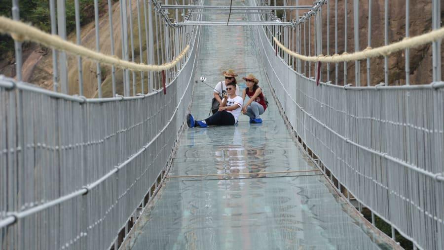 Brave mens bridge top glass bridges in the world