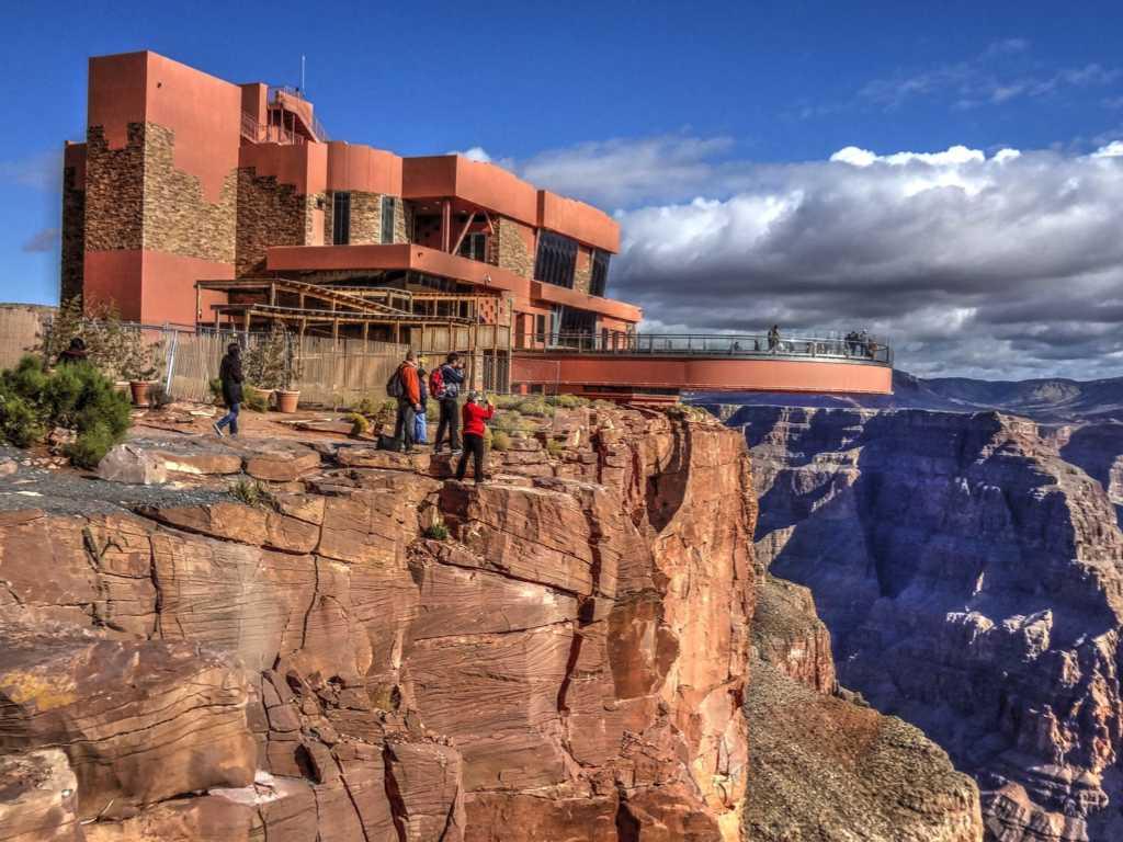 Grand Canyon Skywalk - Tourist falls into Grand Canyon