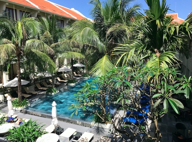 Almanity Hoi An - The grounds and the pool