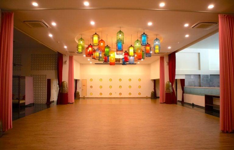 yoga studio and yoga classes at Almanity hoi an
