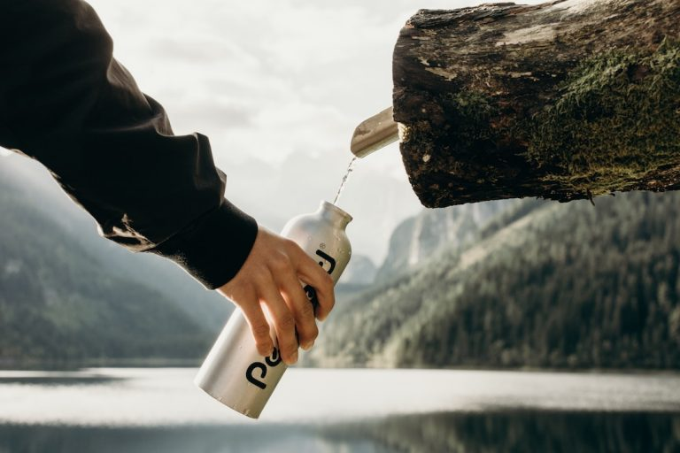 stay hydrated while traveling