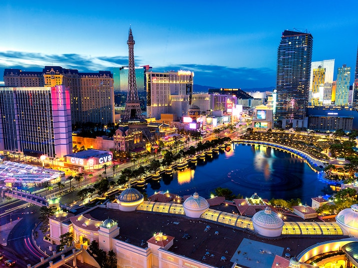 fly on swoop to get to las vegas from kelowna direct