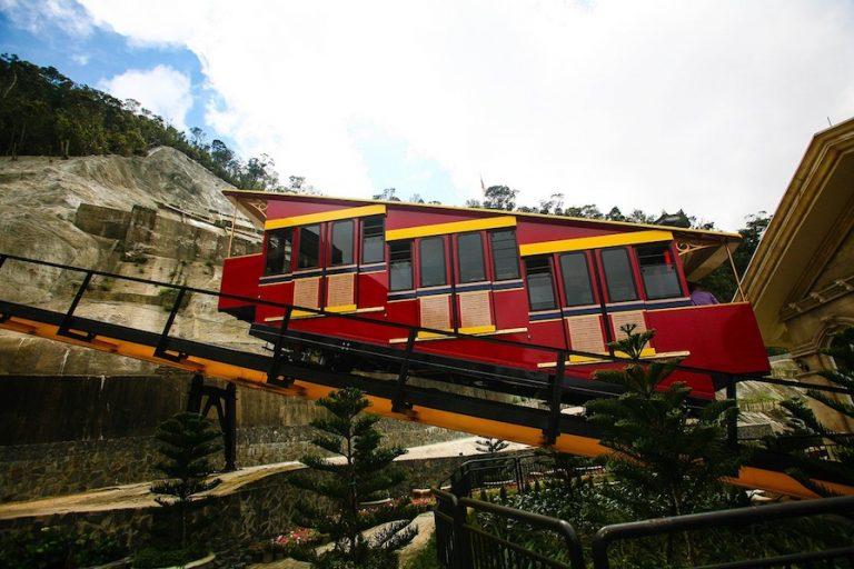 funicular train in ba na hills Da Nang
