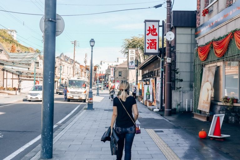 walk on foot to tour a new city - how to stay fit while traveling