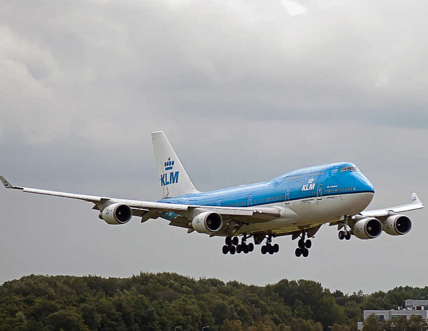 KLM Asks breastfeeding woman to cover up
