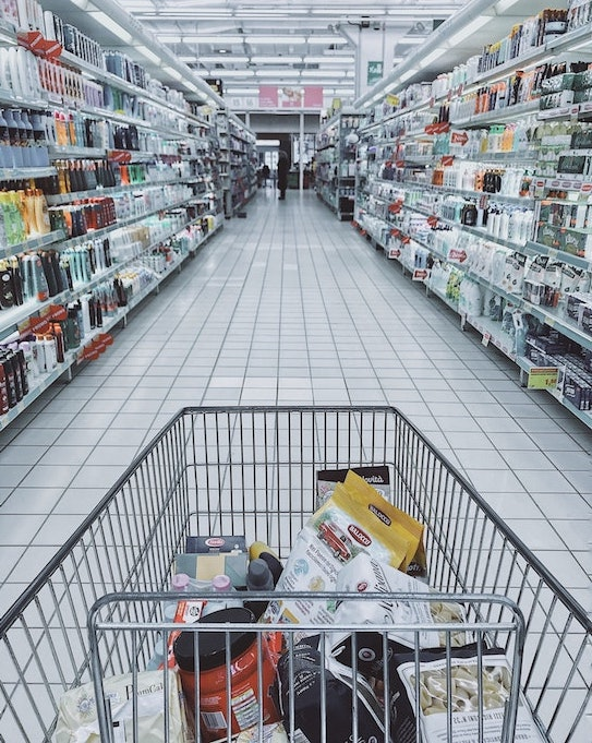 go grocery shopping while traveling to eat healthier meals