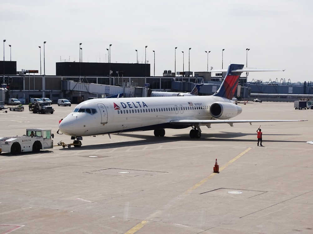 The Delta plane rapidly descended from 30,000 to 10,000 feet