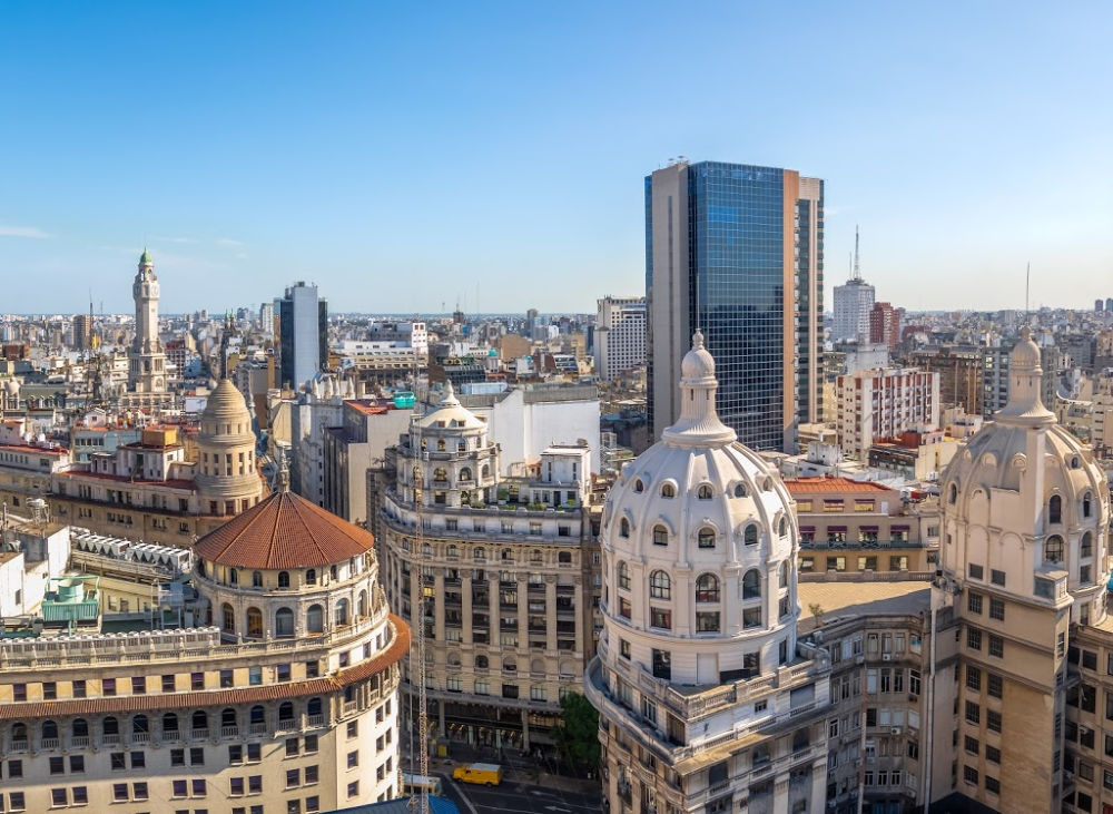 A British tourist was killed and his son was injured when they were shot during an armed robbery in Buenos Aires.