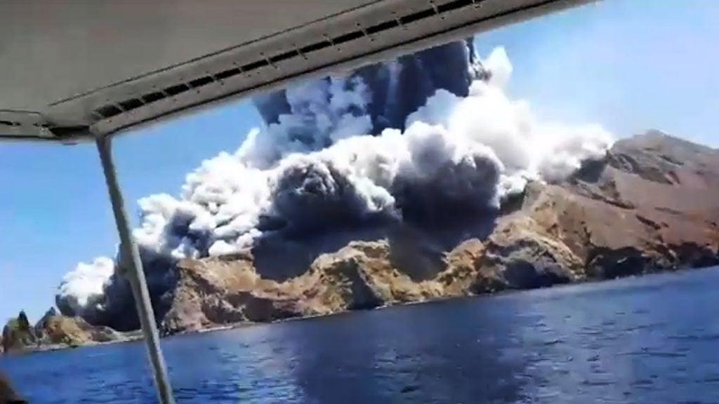 volcano eruption kills 5