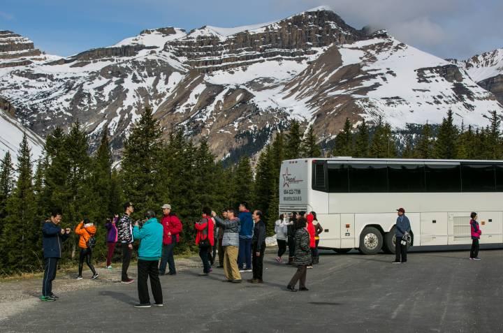 banff tourists