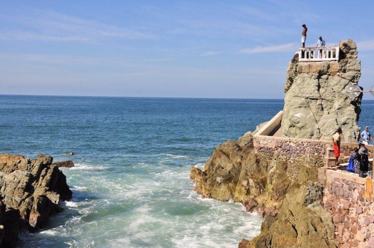 watch the cliff divers in mazatlan