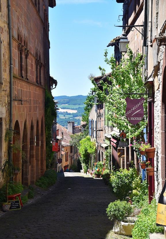 Americans can go to France for 90 days Visa free