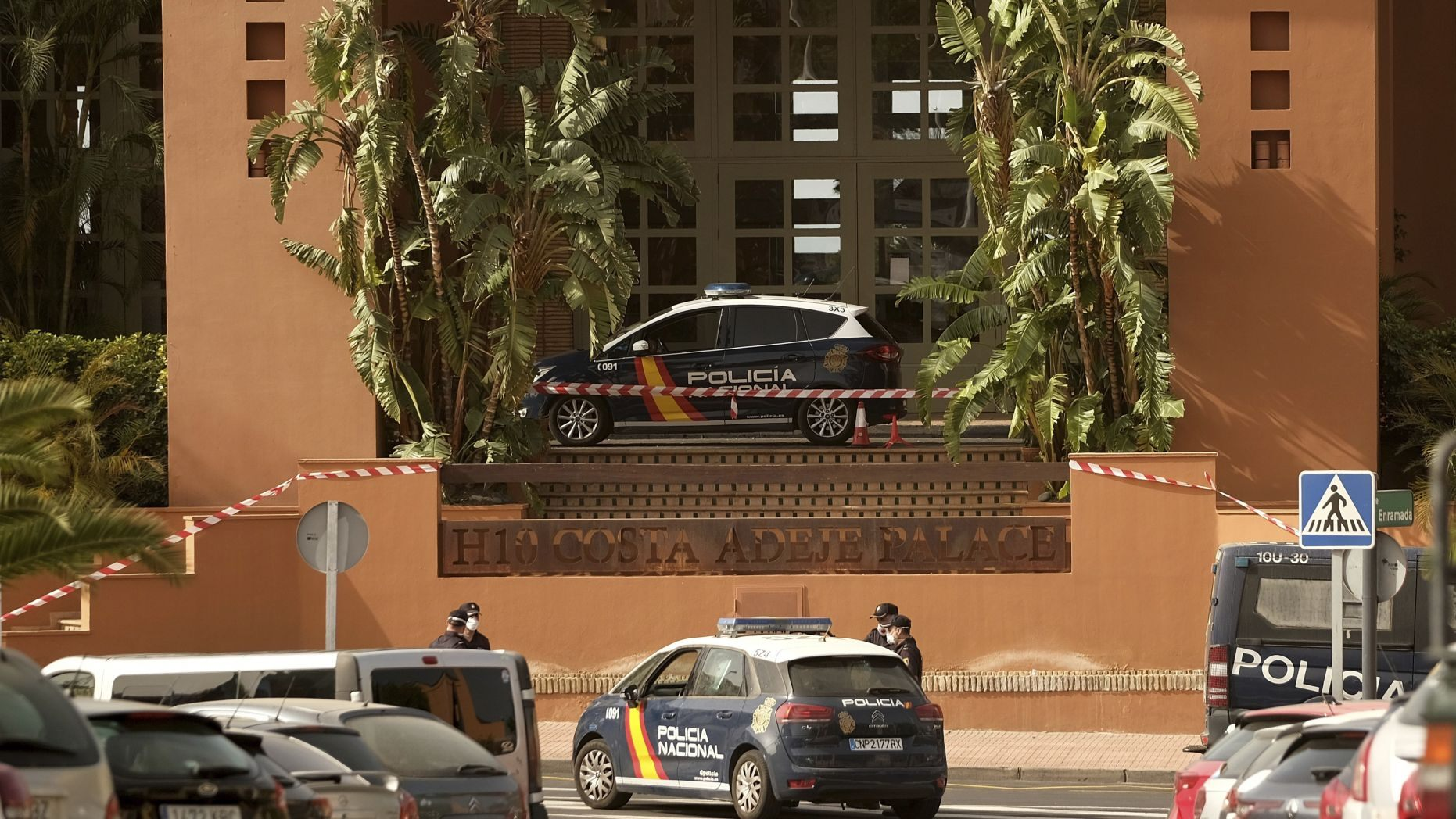 Hotel With 1,000 Tourists Placed on Lockdown Following Suspected Coronavirus Case In Canary Islands