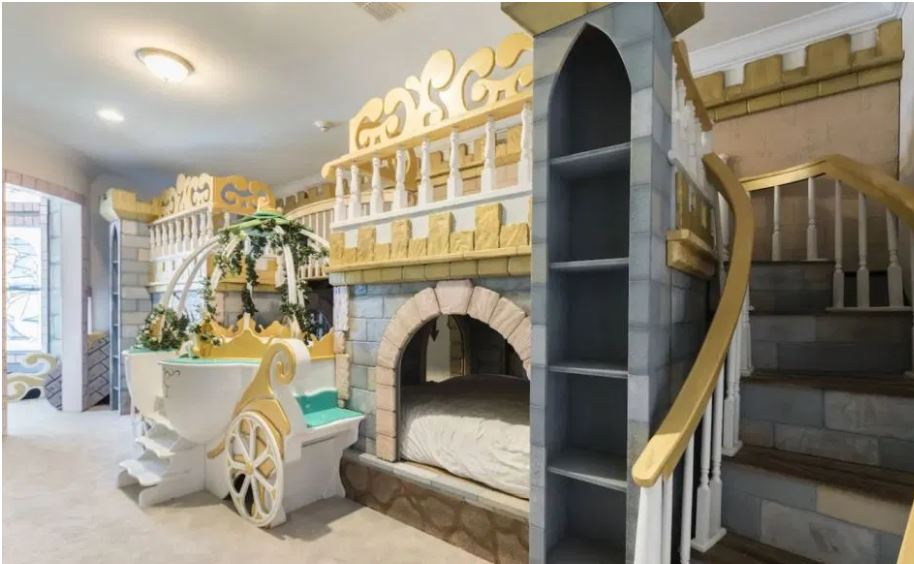 You Can Stay At A Disney Mansion On Airbnb 10 Minutes From Disneyworld