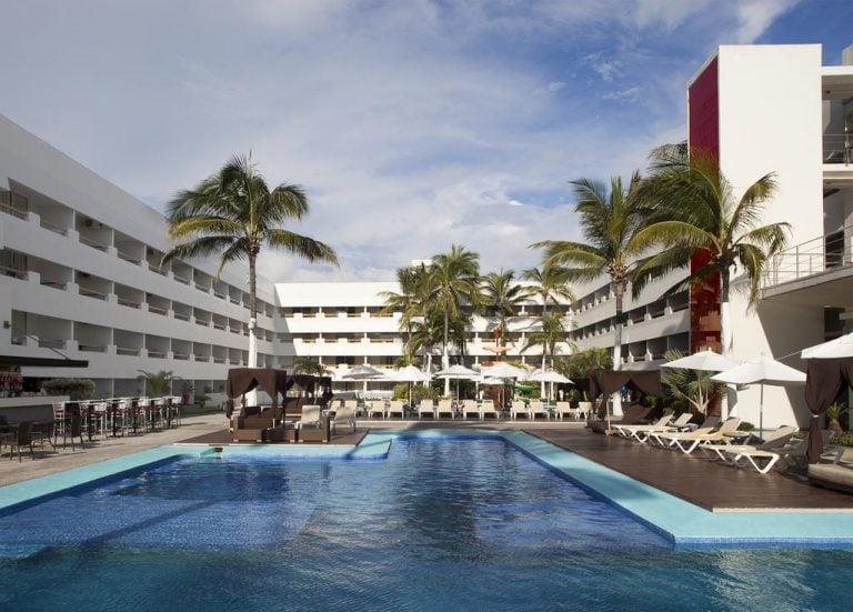 getting a day pass at Emporio hotel mazatlan
