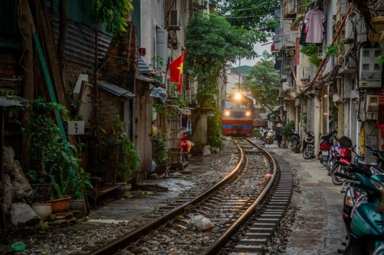 How to take a sleeper train in vietnam