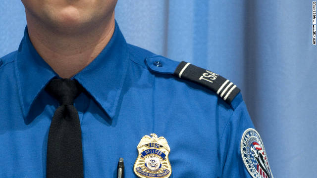 tsa agent tricks woman into showing her breasts