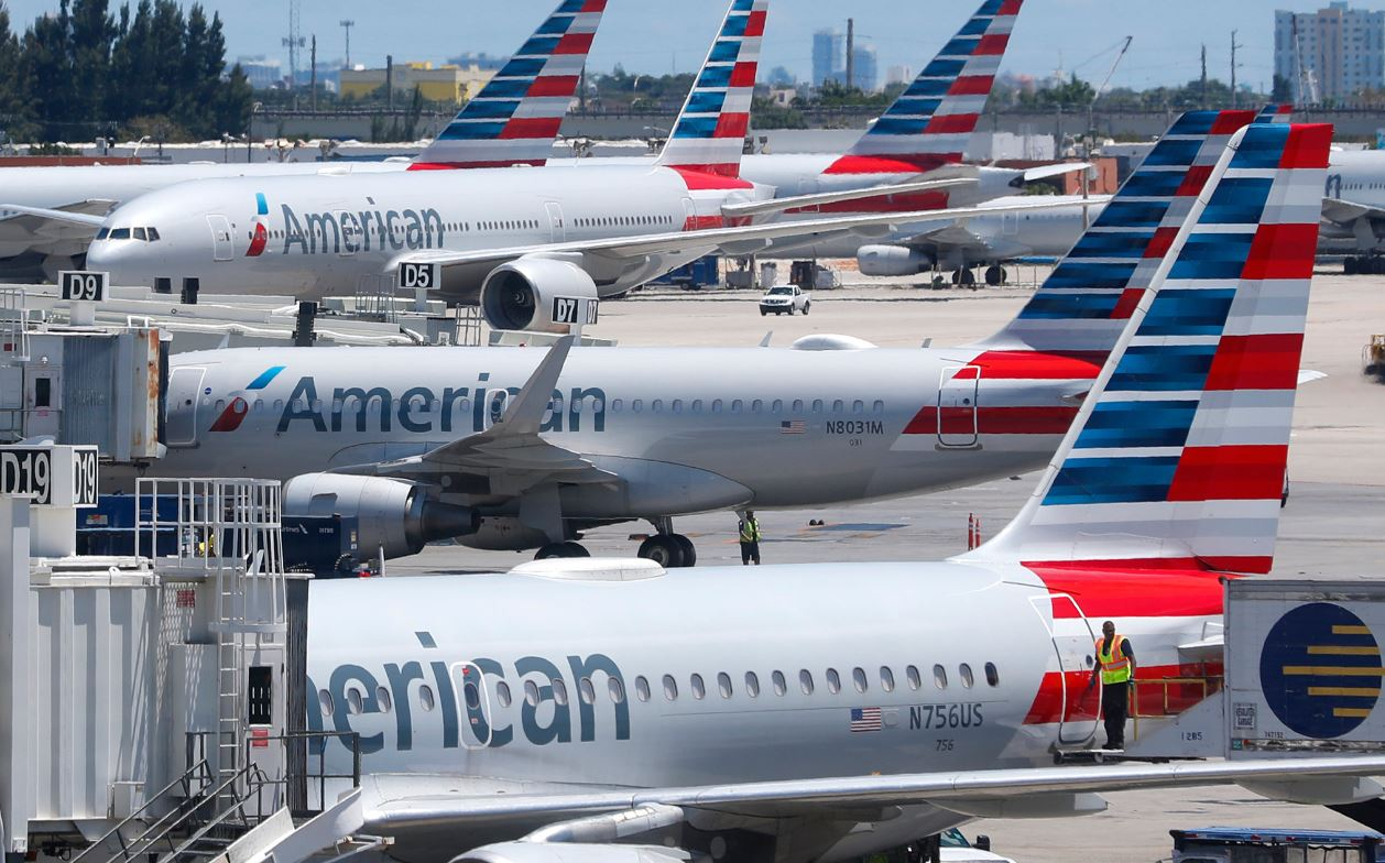 Senators Urge U.S. Airlines to Issue Refunds After Being Given $25 Billion Bailout