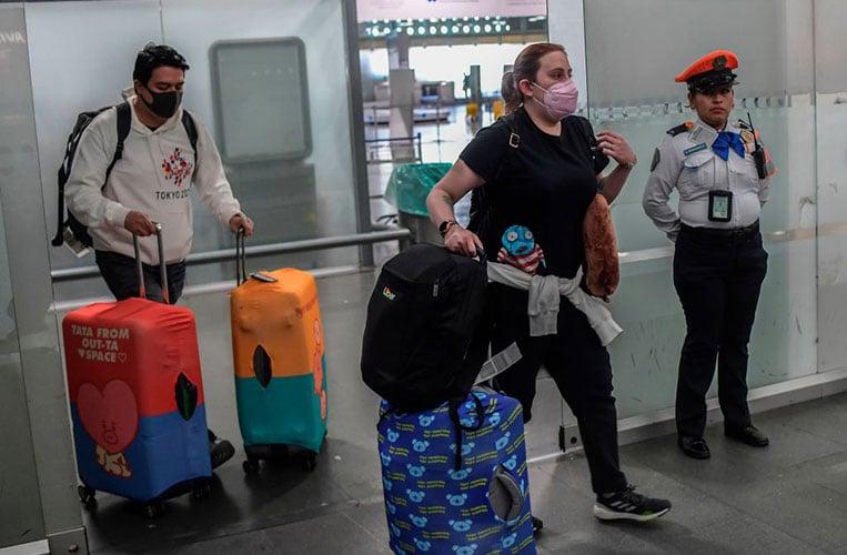 coronavirus cases airlines