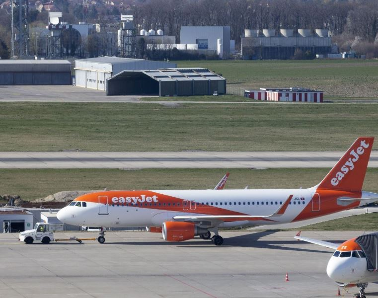 easy jet planes grounded