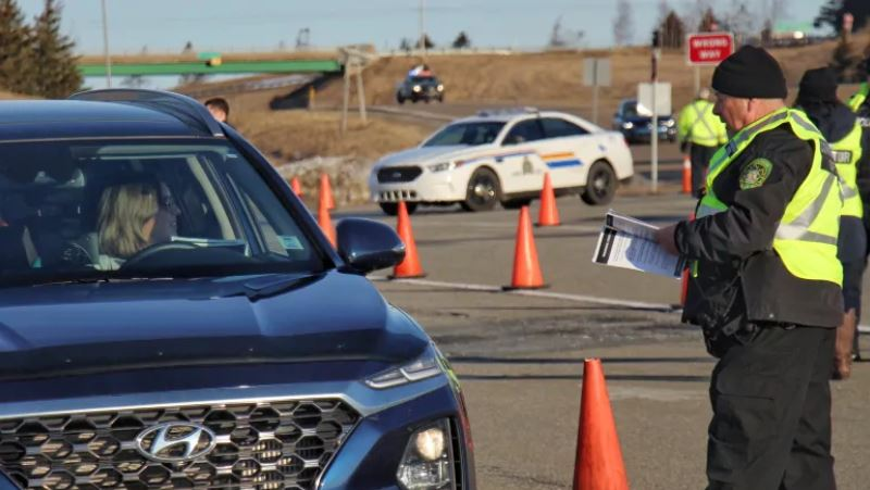 8 provinces and territories have set up such checkpoints and travel restrictions
