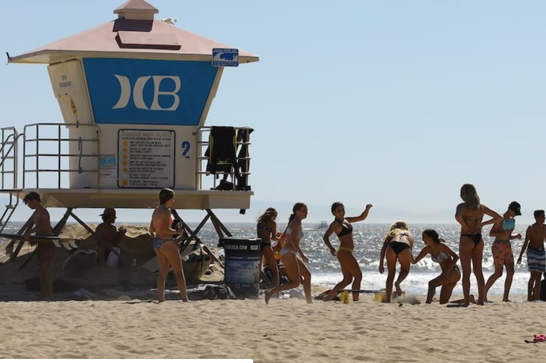 California Beaches Packed Despite Stay At Home Order (2)