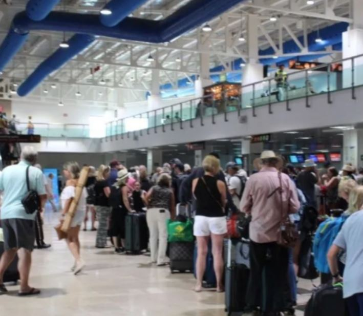 canadians leave mexico