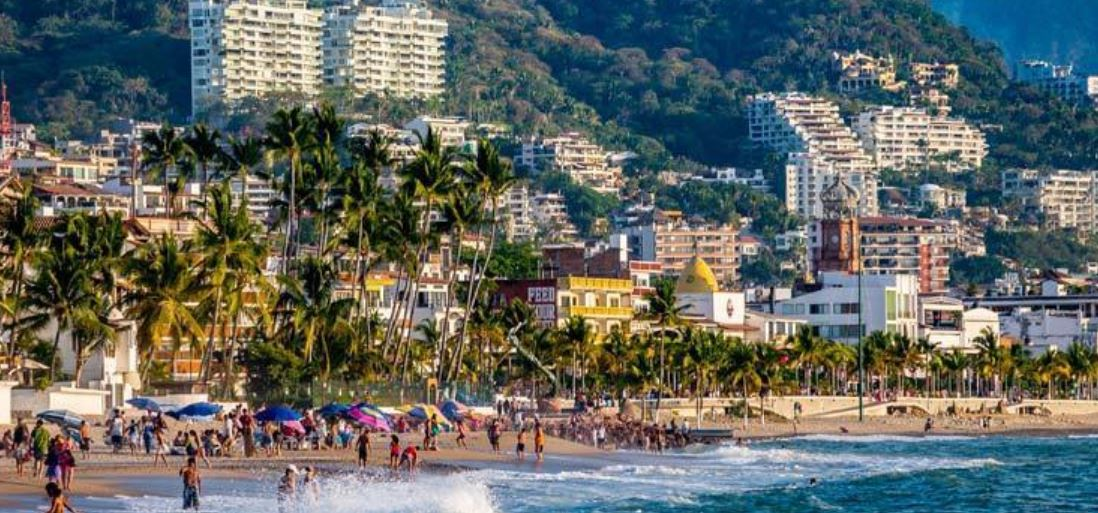 Puerto-Vallarta-Reopening-To-Tourists-Could-Happen-In-August-Says-Official (2)