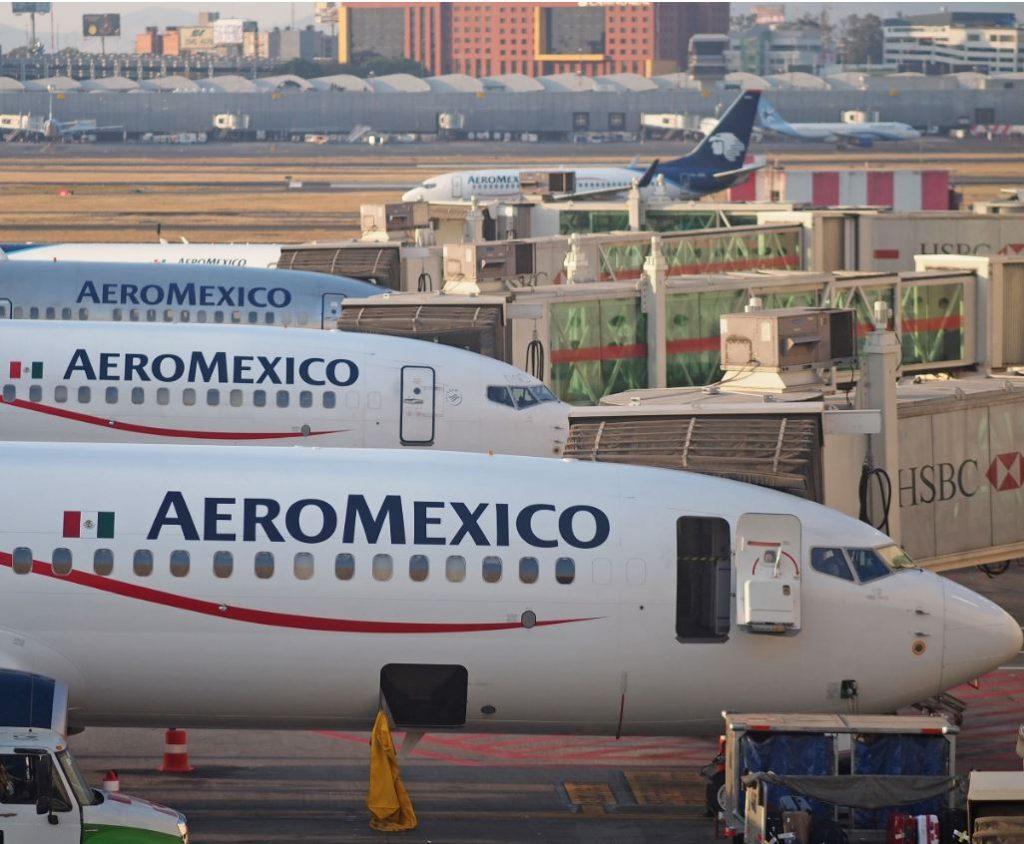aero mexico planes parked