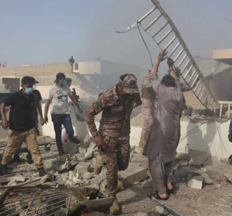 helping survivors in pakistan plane crash