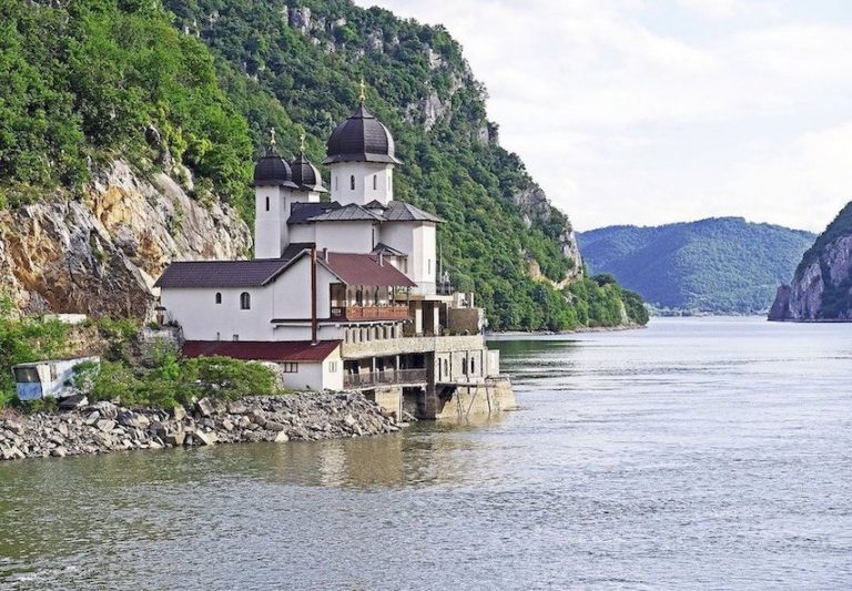 serbia now allowing tourists from all countries