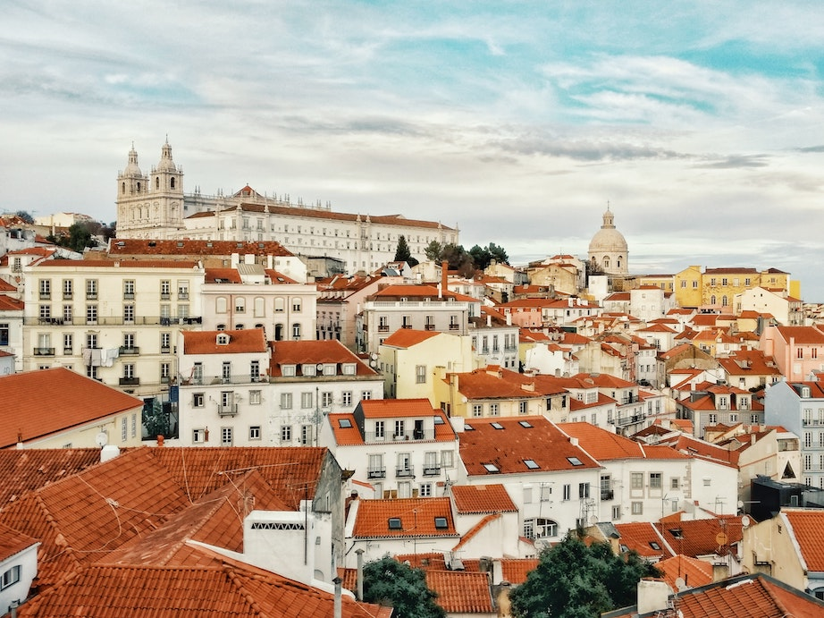 tourists welcome in portugal