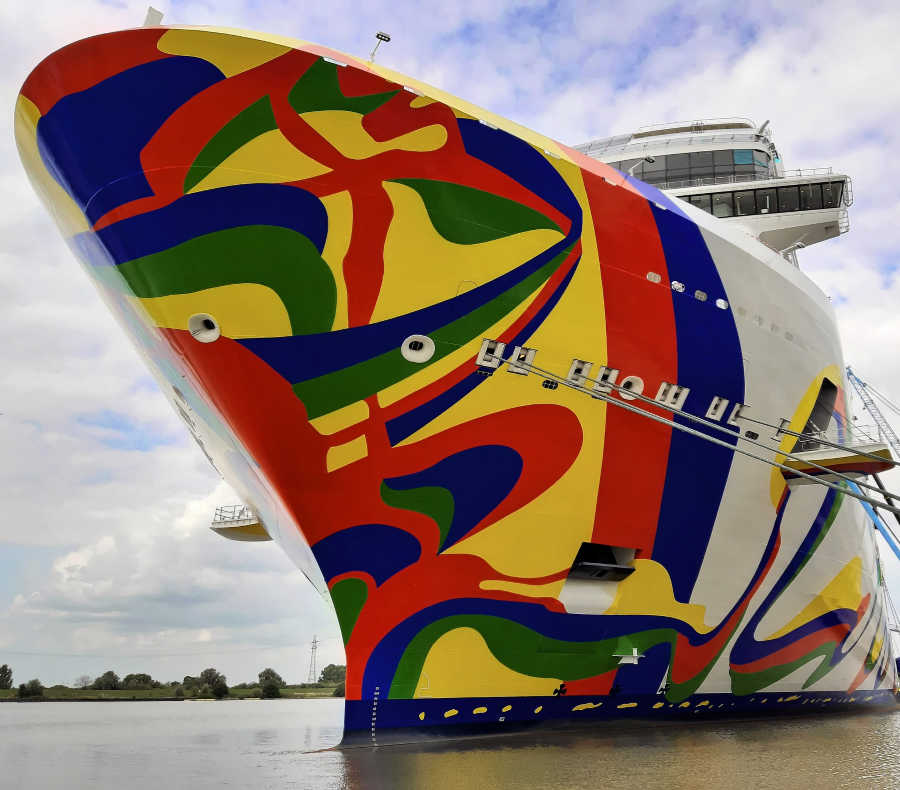 Norwegian Cruise ship painting in dock