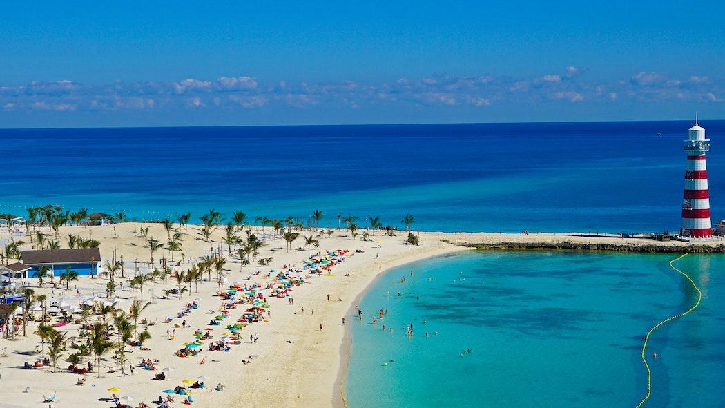 bahamas bans USA and closes beaches