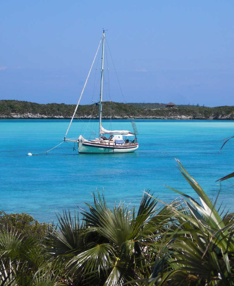 sailboat in the bahamas