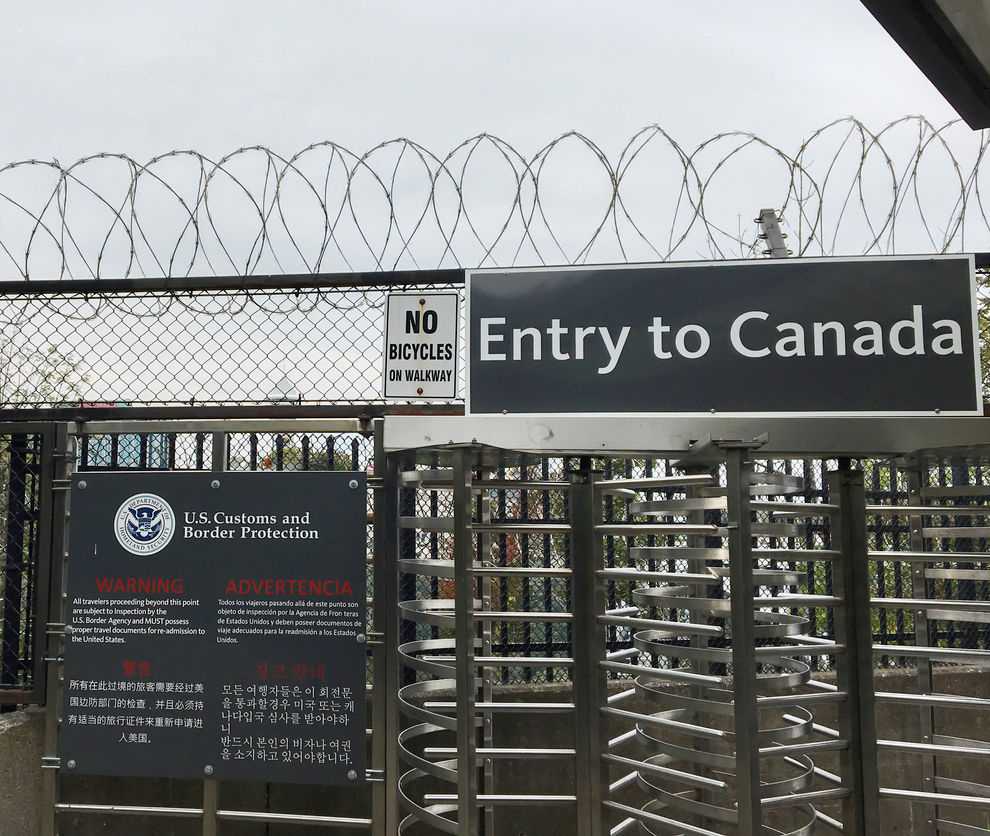 International checkpoint between Canada and the United States of America.