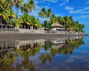 beach in el salvador tourism