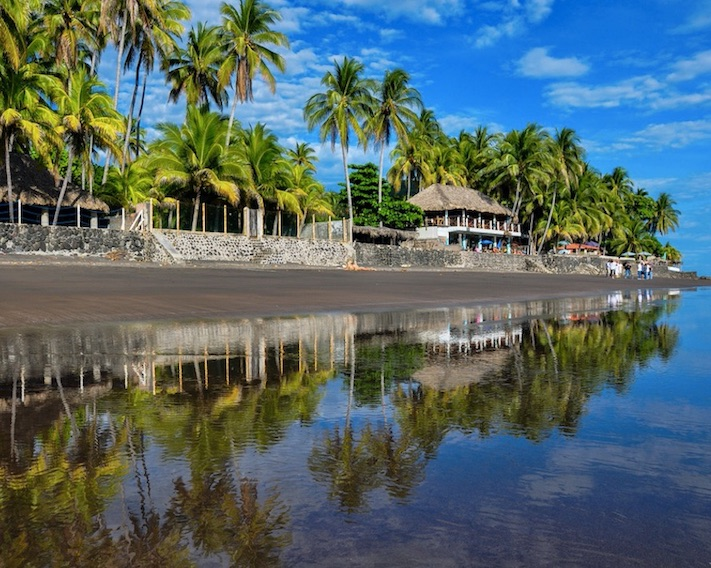 beach in el salvador tourism