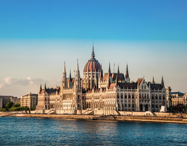 hungary recloses border for tourism