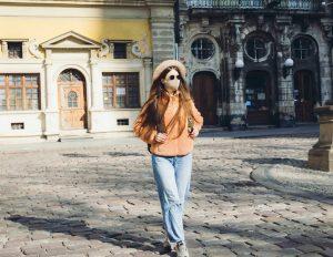 ukraine re-closes borders for tourists