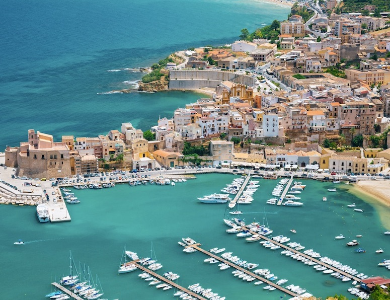 Americans visiting Sicily