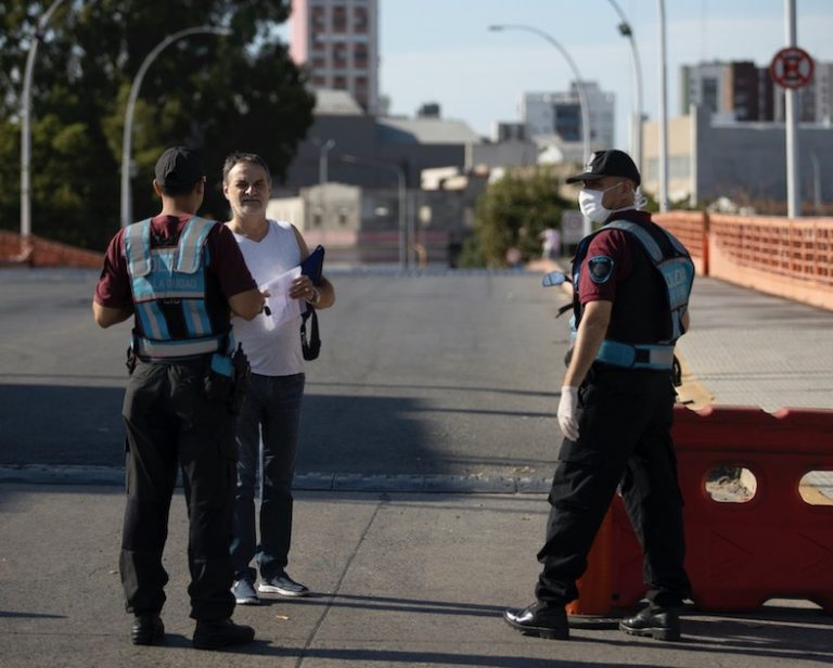Police force controls quarantine in Buenos Aires