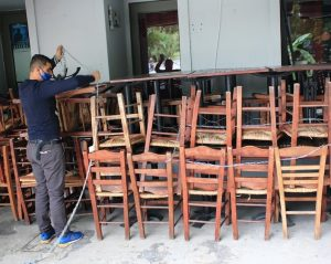 restaurants close in Greece