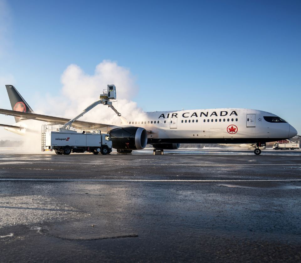 air canada vacation plane be de-iced