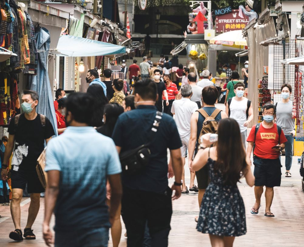 singapore residents wearing masks during covid 19
