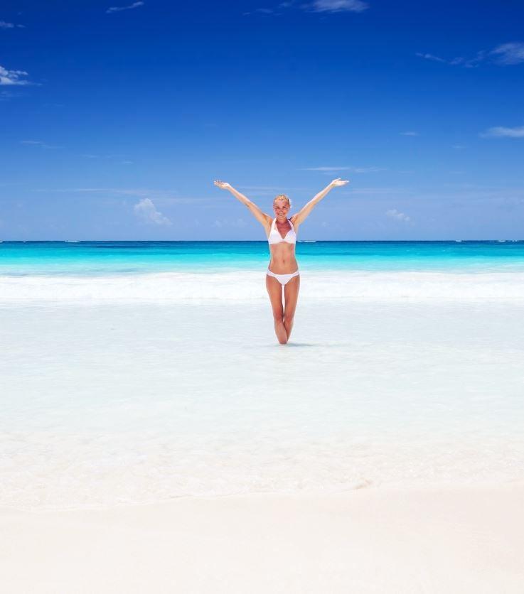 tourist woman beach cancun